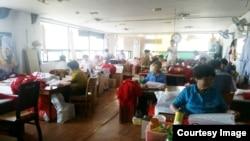 중국에서 귀환한 노인들로 구성된 '짜짜 봉사단'이 지난 3일 일산사회복지관에서 봉사하고 있다.