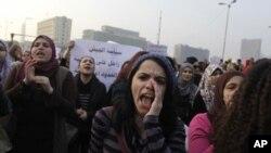 Bizavkarên Misirî Tundîya Dijî Xwenîşanderên Jin Protesto Dikin