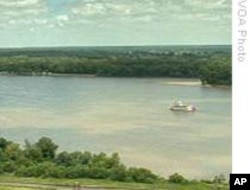 """""""马克吐温号""""在密西西比河上"""