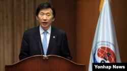 윤병세 한국 외교부 장관이 지난 17일 서울 도렴동 외교부 청사에서 출입기자 간담회에 참석해 모두 발언을 하고 있다.