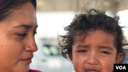 Imágenes: Familias esperan en frontera con México, tras ser detenidas por autoridades de EE.UU.
