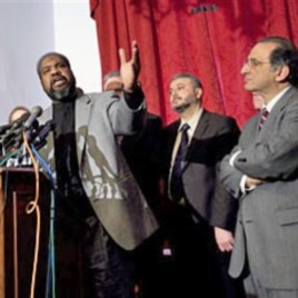 Imam Mohamed Hagmagid Ali, President of the Islamic Society of America (L) speaks at a press conference on Capitol Hill in Washington (File)