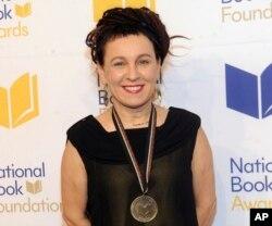 اولگا توکارچوک، نویسنده لهستانی، برنده جایزه نوبل ادبیات سال ۲۰۱۸ شد