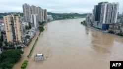 四川省内江市的沱江在连续暴雨之后的景象。(2020年8月18日)
