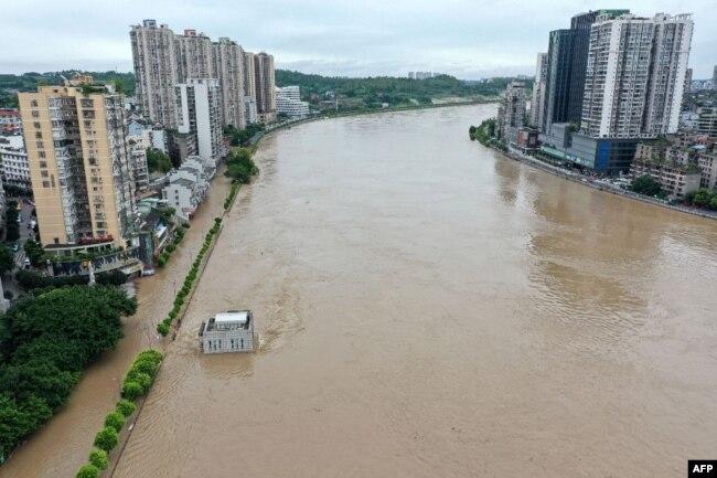 四川省内江市的沱江在连续的暴雨之后。(2020年8月18日)