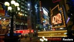 El tramo de la avenida Broadway rebautizado está ubicado entre las calles 159 y 218, una zona del Manhattan habitada, en su mayoría, por hispanos.