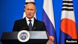 13일 청와대에서 열린 한-러 정상회담 후 공동기자회견에서 블라디미르 푸틴 러시아 대통령이 발언하고 있다.
