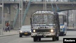 Pyongyang mengkamuflase transportasi umum dan menyiarkan pesan-pesan dari warga yang mendukung perang dengan Korsel (6/3).