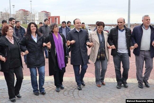 Diyarbakır'da Nevruz'a Şartlı İzin ile ilgili görsel sonucu