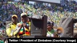 Emerson Mnangagwa akiwa katika kampeni za mwisho mwisho