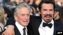 Oscarlı Oyuncu Michael Douglas Gırtlak Kanseri
