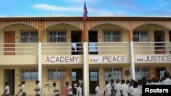 Yon lekòl ann Ayiti yo rele Academy for Peace and Justice, ke prèt Katolik yo ap dirije, nan Pòtoprens. Foto achiv : 9 janvye 2012.