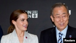"Artis Emma Watson (kiri) dan Sekjen PBB Ban Ki-moon bsaat kampanye ""He For She"" di New York, 20 September 2014 (Foto: dok)."
