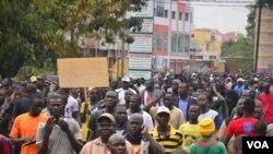 Un rassemblement à Ouagadougou, au Burkina Faso, où la tentative du président de modifier la Constitution pour s'accrocher au pouvoir inquiète les opposants