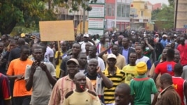 Burkina Faso opposition protesters on streets of Ouagadougou, January 2014 (Z. Wanogo/VOA).