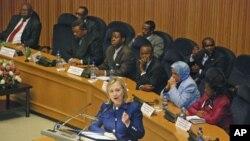 美国国务卿克林顿周一在亚的斯亚贝巴向非洲联盟发表讲话