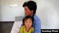 朝鲜难民母女(照片来源:联合国人权高专办)