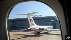 북한 평양 순안 국제공항의 고려항공 여객기.
