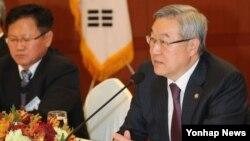 13일 외교부청사에서 열린 정책자문위원회 전체회의에서 발언하는 김성환 한국 외교통상부 장관.