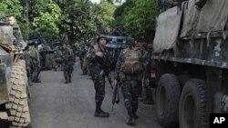 Pasukan keamanan Filipina mengamankan lokasi di Filipina selatan yang sering diserang militan Abu Sayyaf (foto: dok).