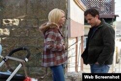 میشل ویلیامز و کیسی افلک در فیلم منچستر کنار دریا - Roadside Attractions