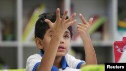 La legislación también prohibirá dejar a un niño menor de 10 años solo en casa.