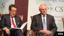 前國安會亞洲事務主任車維德(左)與前美國北韓核問題首席談判代表、助理國務卿希爾大使(美國之音莉雅拍攝)