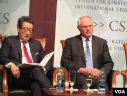 前國安會亞洲事務主任車維德(左)與前美國北韓核問題首席談判代表、助理國務卿希爾大使。(美國之音莉雅拍攝)