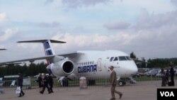 2013年莫斯科航展上乌克兰向古巴出口的安-158客机。乌克兰不防备中国,向中国提供了许多军工核心科技。(美国之音白桦拍摄)