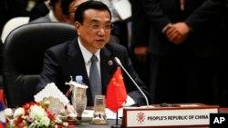 중국의 리커창 총리가 9일 브루나이에서 열린 아세안 확대 정상회의에서 발언하고 있다.