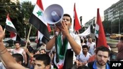 Российский флаг сожжен демонстрантами в Сирии