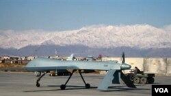 Pesawat tak berawak (Drone) lengkap dengan misil di hangar bandara Bagram (Foto: dok).