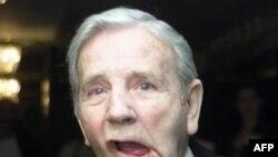 Vdes në moshën 95-vjeçare humoristi Norman Wisdom