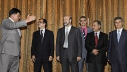 میخاییل مارگلوف (چپ) در دیداری با گروهی از مخالفان سیاسی سوریه در پایتخت روسیه. ۲۸ ژوئن ۲۰۱۱