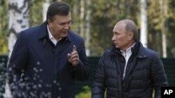 Президенты Украины и России Виктор Янукович и Владимир Путин (архивное фото)