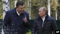 Виктор Янукович им Владимир Путин. Архивное фото 2011г.