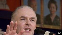 International prosecutor Andrew Cayley (2010 file photo)