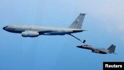 지난 2012년 5월 미-한 연합 맥스선더 훈련에 참가한 미군 전투기가 한국 상공을 날고 있다. (자료사진)