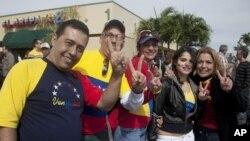 Miami y sus alrededores son uno de los distritos más importantes, tanto dentro como fuera de Venezuela, donde unas 20.000 personas están registradas en los rodillos. La comunidad venezolana ha crecido de manera significativa en el estado en los últimos años