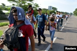 Migrants from Central America walk on a highway during their journey towards the United States, in Ciudad Hidalgo, Chiapas state, Mexico, June 5, 2019.