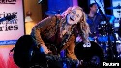 Penyanyi Melissa Etheridge yang berusia 52 tahun, tetap tampil enerjik dan bersemangat (foto: dok).