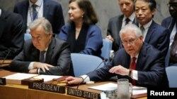 رکس تیلرسون وزیر خارجه ایالات متحده (راست) و آنتونیو گوترس دبیرکل سازمان ملل متحدد در نشست وزیران خارجه شورای امنیت - ۸ اردیبهشت ۱۳۹۶