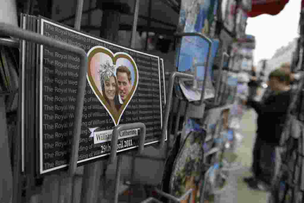 Postales de un amor real se venden por todo Londres.