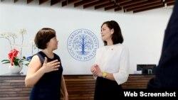 Trợ lý Ngoại trưởng Mỹ Michelle Giuda (phải) và Chủ tịch Trường ĐH Fulbright Việt Nam Đàm Bích Thủy, Tp. Hồ Chí Minh, ngày 26/6/2018. Photo FUV.