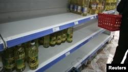 Determinados productos o marcas sólo se compran en tiendas pequeñas, que pueden burlar los controles de precios.
