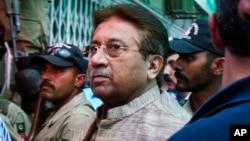 Mušaraf prilikom današnjeg ulaska u sudnicu u Islamabadu