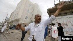 ایران از حملات سعودی بر یمن انتقاد کرده و خواستار حل این بحران از ورای گفتگو است