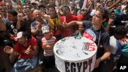 Người biểu tình Ai Cập xuống đường đòi Tổng thống Mohammed Morsi từ chức, ngày 1/7/2013.