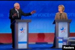 Các cuộc thăm dò dư luận toàn quốc cho thấy bà Clinton dẫn trước ông Sanders hơn 20 điểm