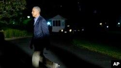 El presidente Barack Obama llegó la madrugada de este viernes de regreso a la Casa Blanca, luego de una gira por Asia.